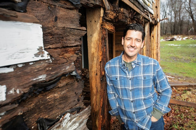 New Kids' Jonathan Knight stars in HGTV's 'Farmhouse Fixer'